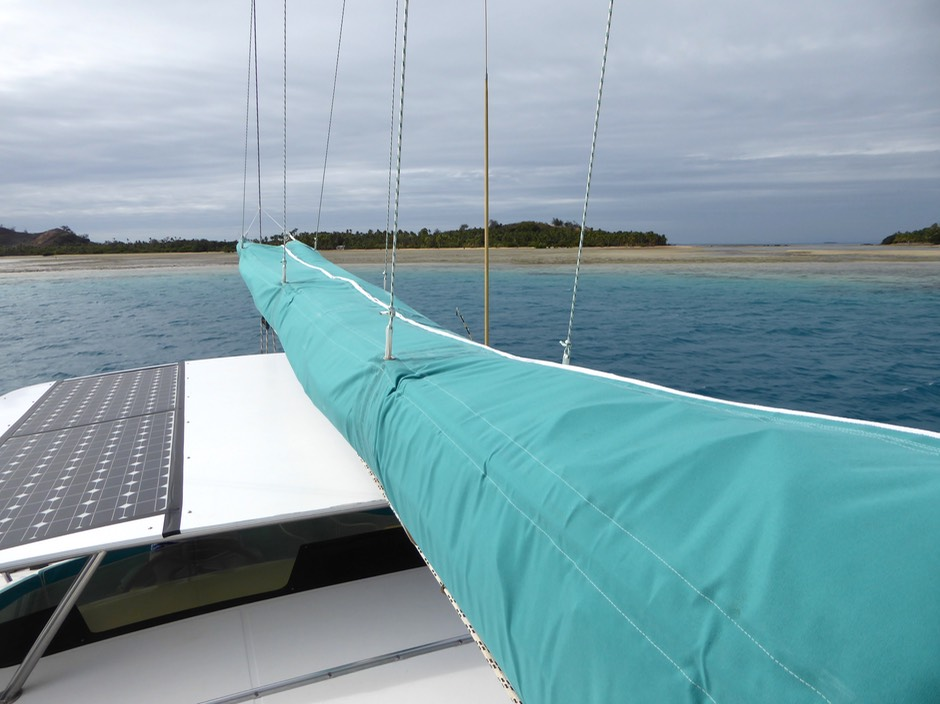 MAINSAIL REEFING and STACKPACK | FOUNTAINE PAJOT BAHIA 46' FOR SALE